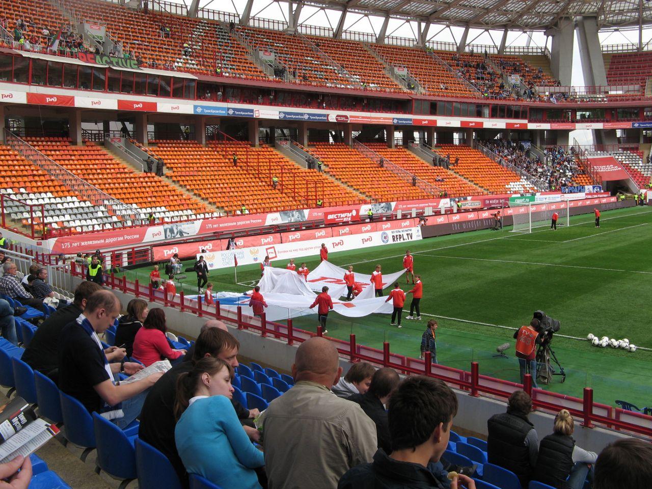 Трибуны стадиона Локомотив.